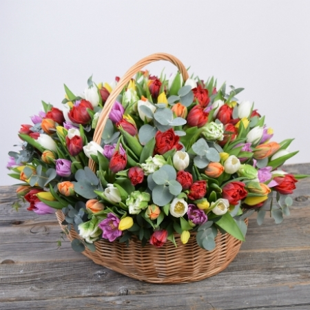 Цветы в корзине Весенний карнавал