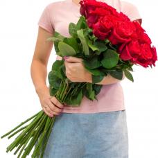 19 красных роз 80 см.